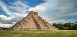 Пирамида Кукулькан в Чичен Ица