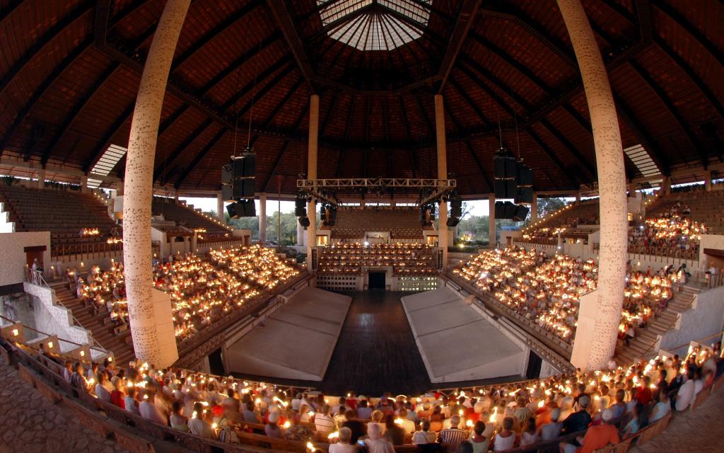 Вечернее представление в парке Шкарет. Шоу представление. Интернациональное шоу в Мексике