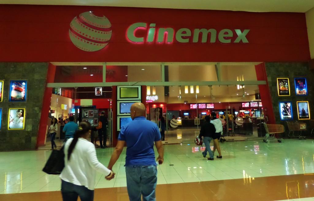 Кинотеатр Синемекс в Мексике. Фильмы на английском и испанском языка