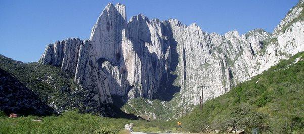 Отвесные скалы близ Монтеррейя