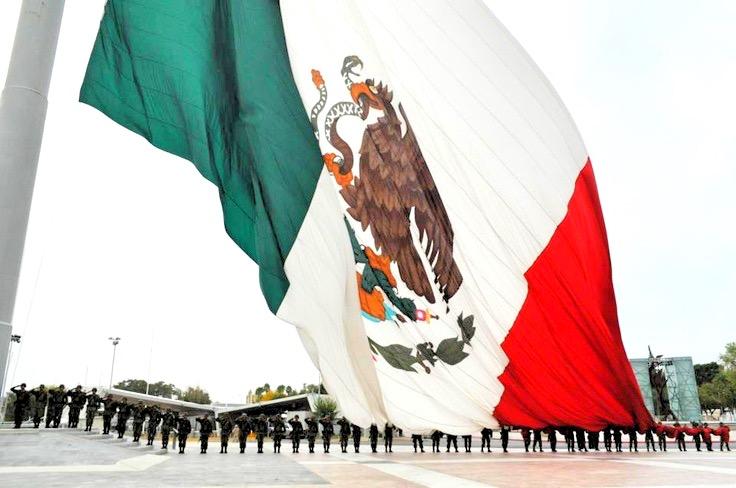 Самый большой флаг в истории Мексики в Пьедрас Неграс