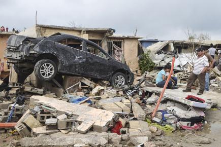 Более 200 человек пострадали после прохождения шторма по обе сторону границы США и Мексики