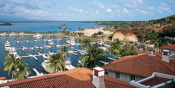 В конце рабочей недели причалы яхт клуба в Мансанильо опустеют. Туризм Мексики