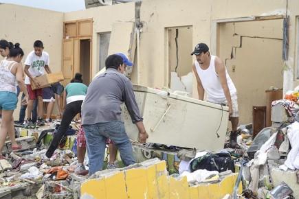 Местные власти призывают жителей помогать спасателям в очистке завалов