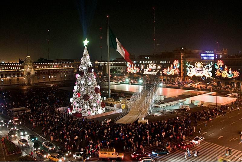 Новый год на площади Независимости. Мехико. Мексико