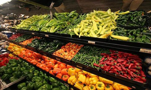 Овощи Мексики на полках супермаркета