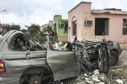 Разрушительная сила торнадо уничтожает все на своем пути