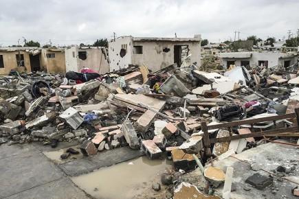 Результат прошедсшего урагана - сотни разрушенных домов. Мексика