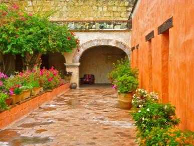 Внутренний дворик одного из гест хаусов в Оахака, Мексика