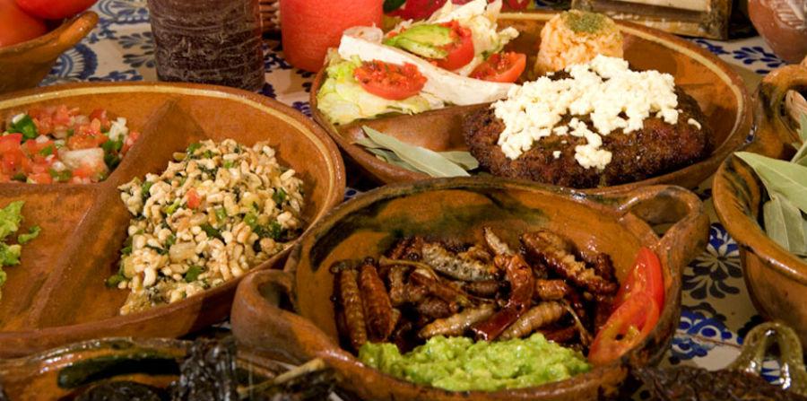 Новое - всегда забытое старое. Мексиканцы индейского происхождения употребляют в пищу муравьиные яйца. Одно из из известнейших блюд Тласкалы в Мексике
