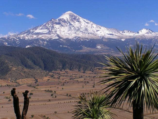 Пик Вулкана Орисаба покрыт снегом до начала извержения