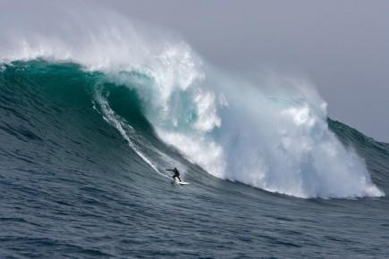 Завораживающие волны на серферском побережье Родос Сантос