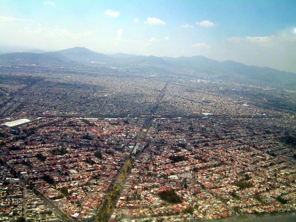 Авенида де-лос-Инсурхентес протяженностью в 28 км является самой длинной улицей в Мексике