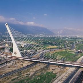Громадина мост в Монтеррее