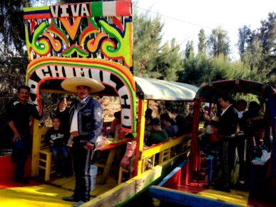 Прогулка по мексиканской Венеции парку Шочимилько в сопровождении голосистых мариачи