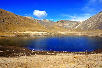 Соленое озеро в горах Сьерра Мадре