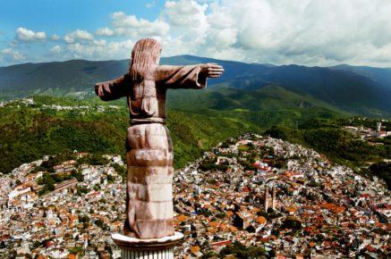 Статуя Иисуса Христа на горе Атачи