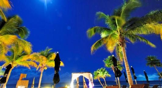 Встретить закат на пляже в ресторане отеля Grand Riviera Princess могут постояльцы гостиничного комплекса.