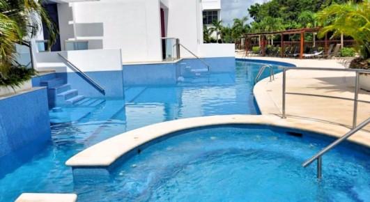 Некоторые номера отеля Grand Riviera Princess имеют собственный выход к бассейну прямо из комнаты.