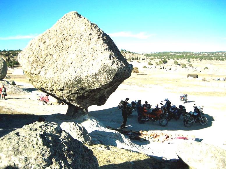 Причудливый Летающий камень в Медном Каньоне, Чиуауа Мексика