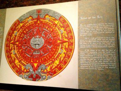 Календарь индейцев племени Ацтеков в антропологическом музее, Мехико