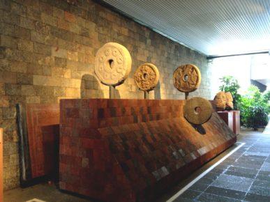 Кольца для игра в мяч Пок-та-пок, Национальный музей антропологии, Мехико сити