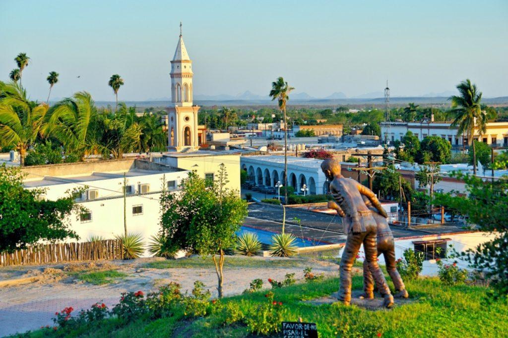 Вид на городок Эль Фуэрто со стороны городского музея, Синалоа