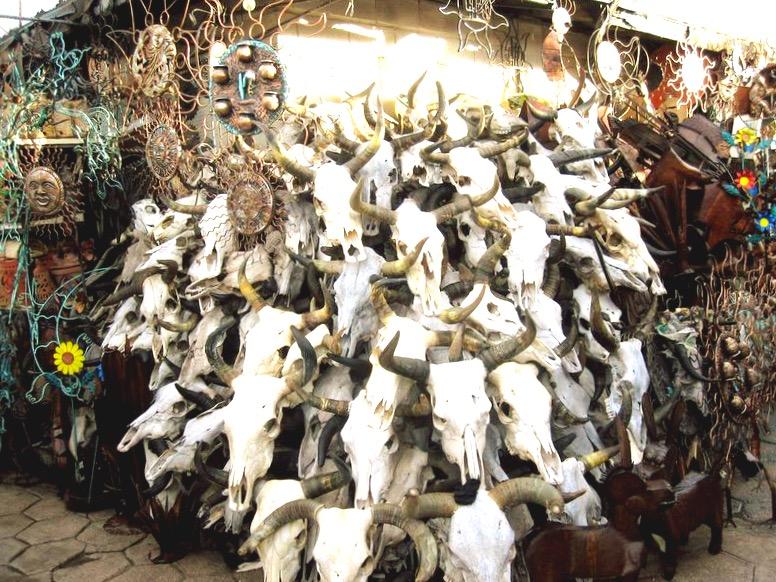 Отдел - рога и копыта на рынке Сонора в Мехико