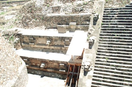 Восстановленная часть стены пирамиды в Теотиуакане