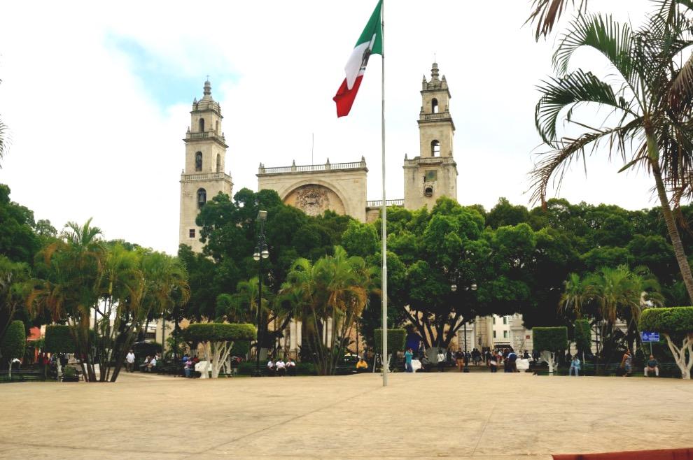 Плаза Сокало в самом колониальном городе мексики Мериде, штат Юкатан