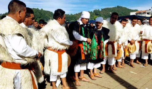 Современные индейцы племени Цоциль, деревня Сан Хуан Чамула
