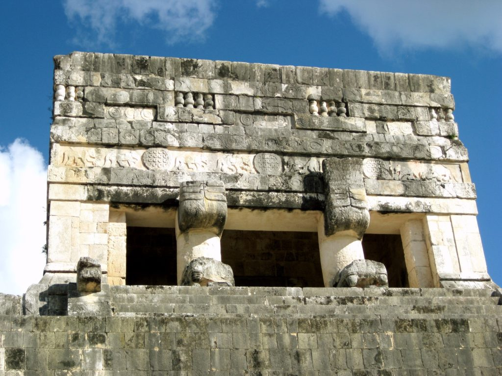 Легендарный Храм Ягуара на пирамидах Чичен-Ица в Мексике