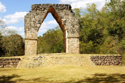 Арка, вход в древний город индейцев майя Кабах, Юкатан