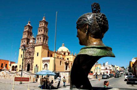 Небольшой мексиканский провинциальный городок Долорес Идальго, Гуанахуато Мексика
