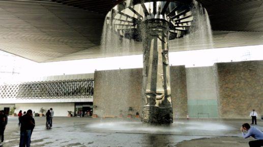 Внутренний двор в Национальном Музее Атропологии города Мехико
