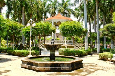Главная городская площадь города Эль Фуерте, Синалоа