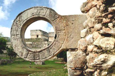 Кольцо для игры в мяч на поле Пок-та-Пок, Ушмаль Юкатан