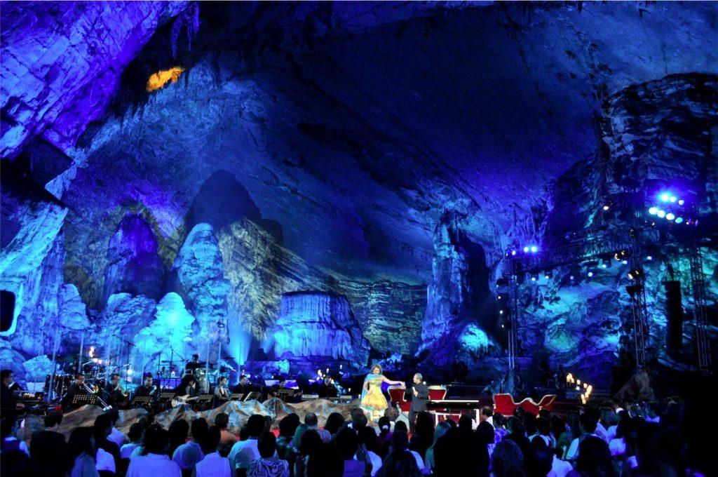 Акустический природный зал в одном из салонов грота Какаумильпа, в котором иногда проходят различные концерты знаменитостей. Мексика