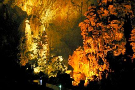 Пещера Какауамильпа - это огромный грот, уникальное природное образование под землей