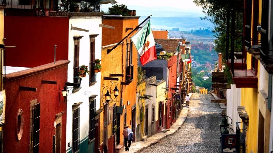 Улицы старого городка Сан Мигель де Альенде, Мексика