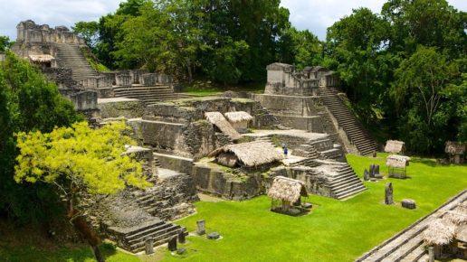 Северный Акрополь майяского города Тикаль, Гватемала