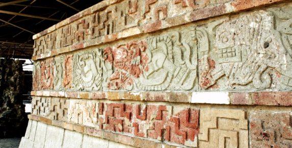 Стена Пернатого Змея, пирамиды Тула, Мексика