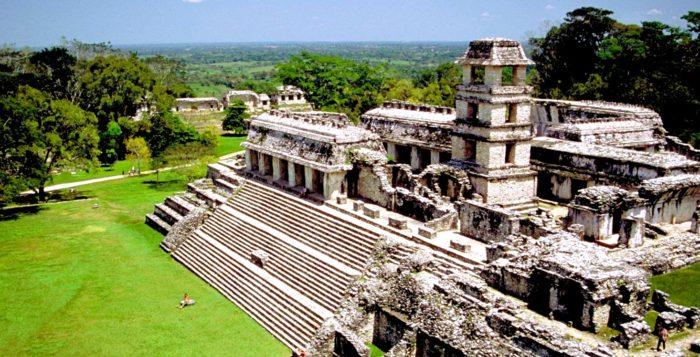 Дворец Правителя города Паленке с пятиэтажной башней обсерваторией. Паленке, штат Чиапас