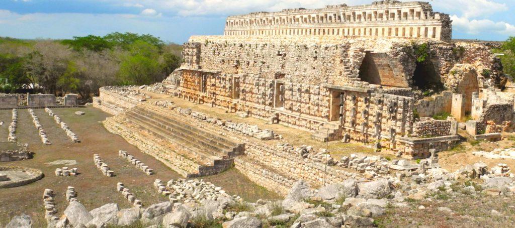 Главное зсооружение древнего города Кабах это Дворец Правителя, штат Юкатан, Мексика