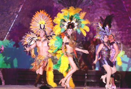 zazhigatelnye-latinoamerikanskie-tancy-na-karnavale-v-meride-meksika