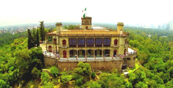 Утопающий в зелени Замок Чапультепек- резеденция Максимилиана, Мехико Сити