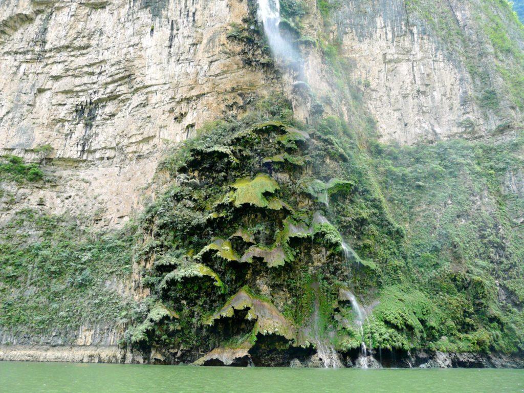 Одна из достопримечательностей каньона Сумидеро является Водопад Рождественская Елка, штат Чиапас