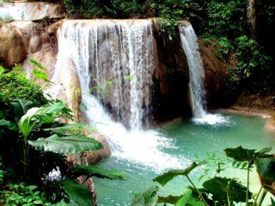 neobychajnoj-krasoty-vodopad-akva-asul-v-shtate-chiapas-meksika