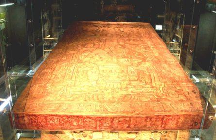 plita-kryshka-ot-sarkofaga-pravitelya-goroda-palenke-pakalya-votana