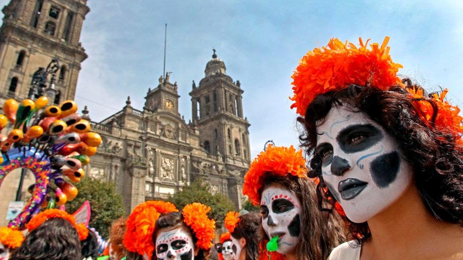 Площадь Сокало в Мехико Сити в День Мертвых, Мексика